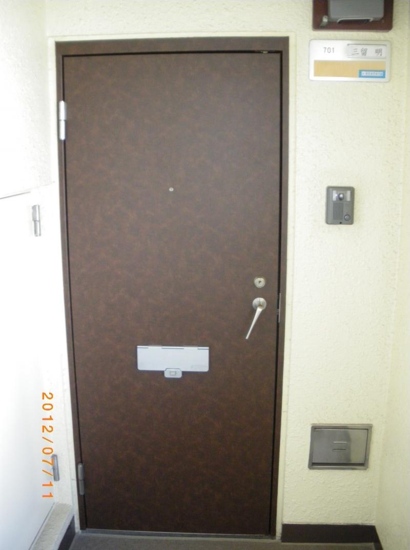 玄関ドア ダイノックシート貼り 東京都サッシインプラスのご相談は